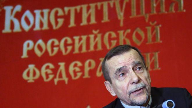 Суд оставил под арестом правозащитника Льва Пономарева