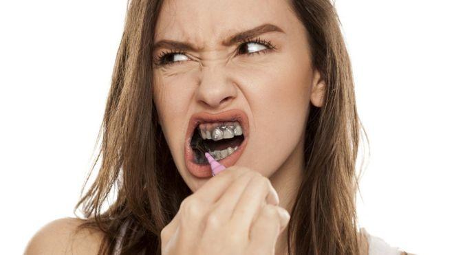 معجون الأسنان المصنوع من مسحوق الفحم