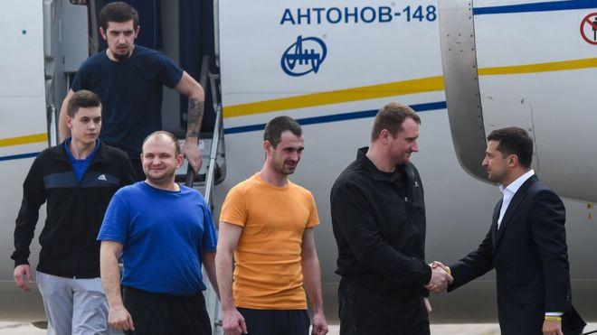 Зеленський зустрічає звільнених українців