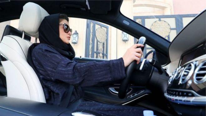 زنان عربستان خود را آماده رانندگی میکنند