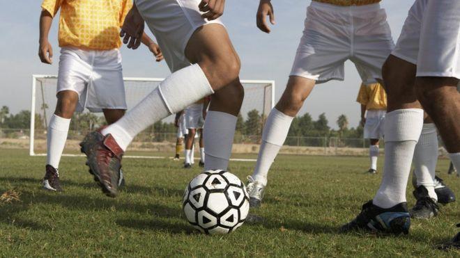 Las partes del cuerpo más vulnerables cuando juegas fútbol - BBC ... f996c80297cbb