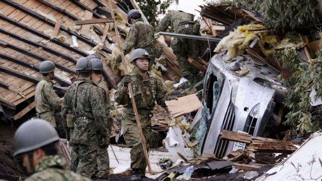 北海道地震、生存者の捜索続く ...