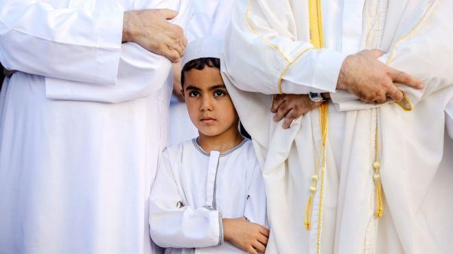 مسلمون يصلون