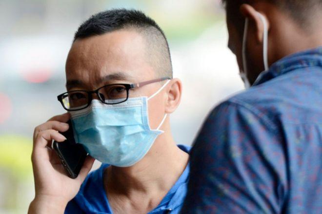 Hombre con máscara en China