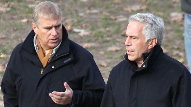 Príncipe Andrew, à esquerda, e Jeffrey Epstein, no Central Park, em Nova York