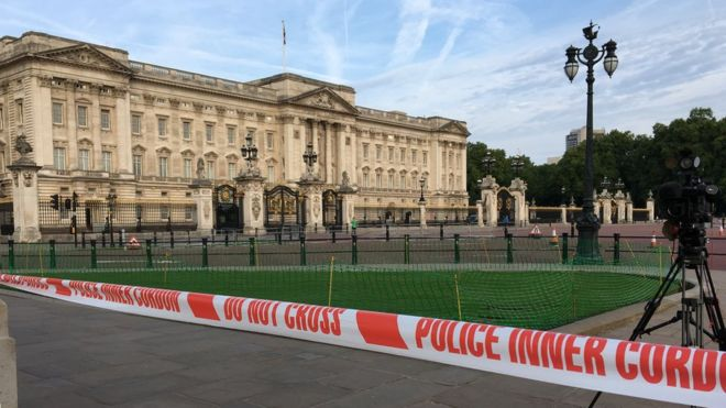 Police tape outside Buckingham Palace