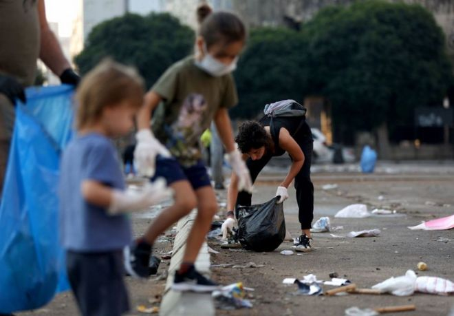 Protesters help clean up in Beirut o­n Monday morning