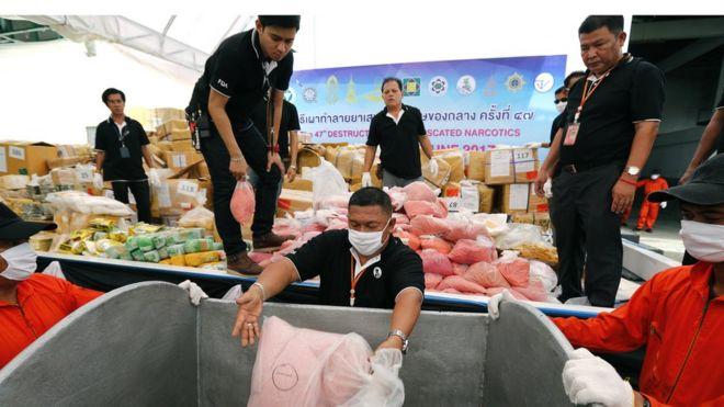 Chính quyền Thái Lan tiêu hủy khoảng 9.321 tấn ma túy các loại gồm methamphetamine, heroin, thuốc lắc ecstasy, cocaine, thuốc phiện, codeine and cần sa có trị giá hơn 600 triệu USD.