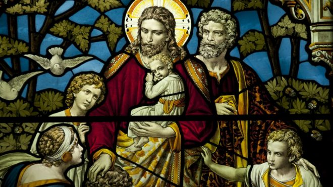 Vitral com Cristo ao centro
