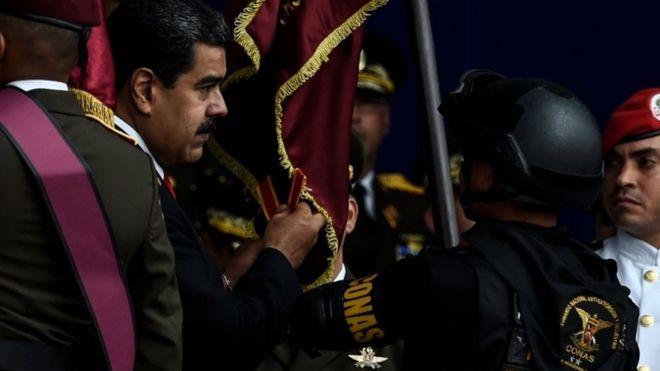 Maduro es protegido por sus guardias
