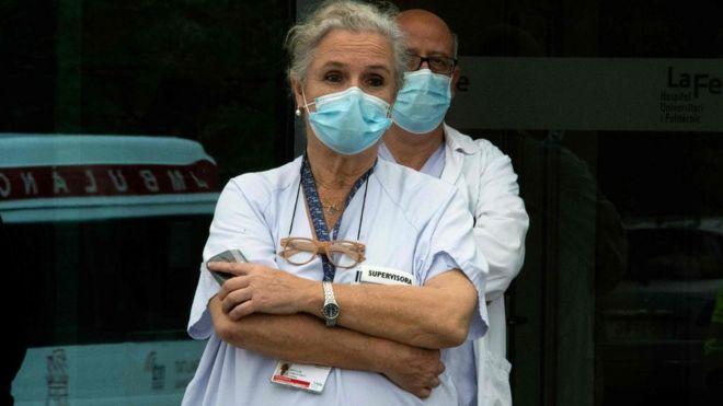 испанские врачи и медсестры в валенсии