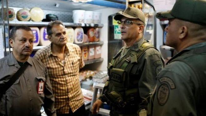 Quân đội kiểm tra các cửa hàng thực phẩm ở Caracas và các thành phố khác