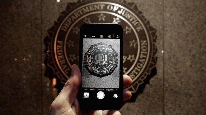 أبل تعالج ثغرة أمنية في هاتف أيفون استخدمتها الشرطة لفتحه