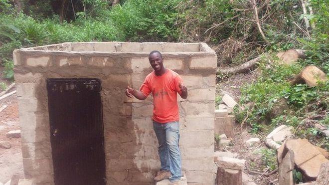 Guinée: Un jeune Professeur de Mathématique électrifie tout seul son village