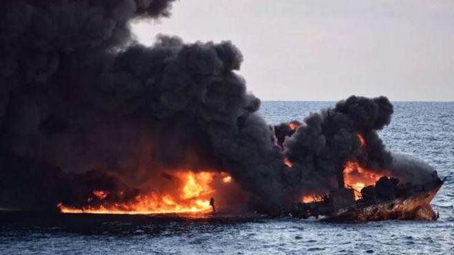 نگرانی از پیامدهای زیست محیطی حادثه نفتکش ایرانی