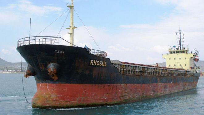 O navio Rhosus, com marcas de ferrugem no casco, no porto de Beirute em 2013