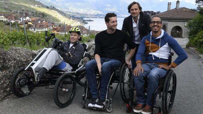 Sebastian, Gertan, David y el doctor Courtine (parado)