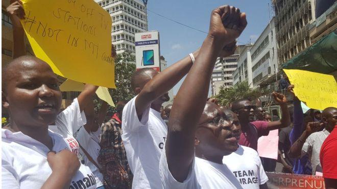 Wanaharakati na waandishi habari wamiminika mjini Nairobi kushinikiza kufunguliwa kwa vituo vya utangazaji vilivyofungwa