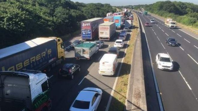 M5 closed in Somerset as heat hits resurfacing roadworks - BBC News