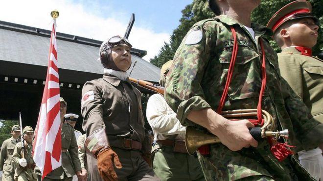 每年日本极右翼人士都会在战败日到靖国神社表演二战日军军容