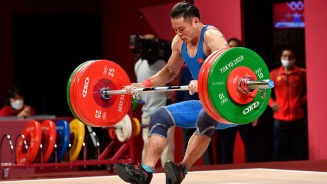 Thạch Kim Tuấn đi đấu ở nội dung cử tạ nam hạng 61 kg