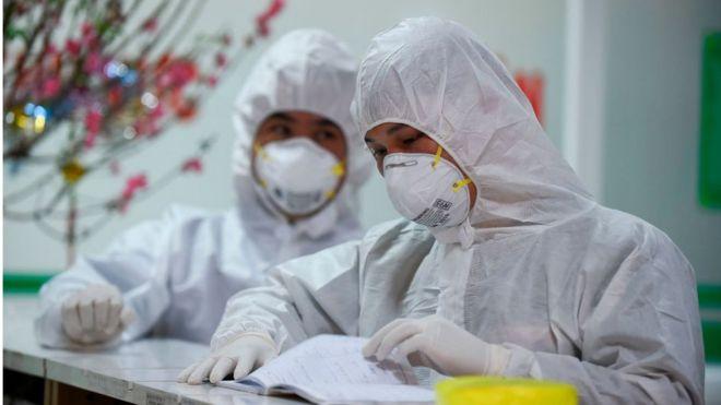 Nhân viên y tế Bệnh viện Bệnh nhiệt đới Trung ương