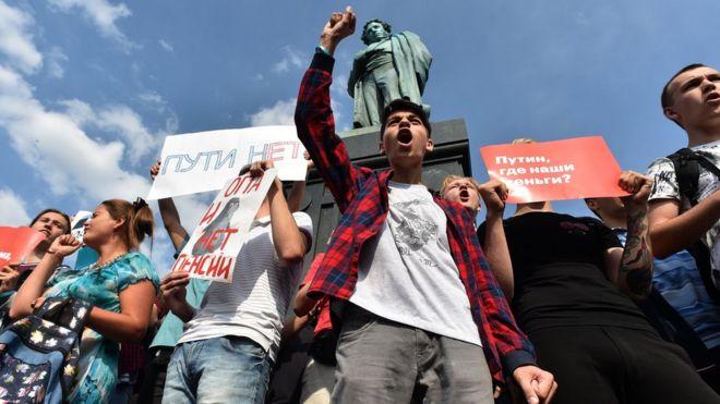 Кийки, зіткнення, затримання: на всій території Росії відбуваються протести проти підвищення пенсійного віку - Цензор.НЕТ 7173