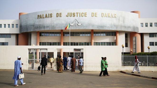 Il appartient à la cour d'appel de Dakar, qui siège au palais de justice de la capitale sénégalaise, de délivrer les résultats officiels provisoires du scrutin, avant leur proclamation définitive par le Conseil constitutionnel.