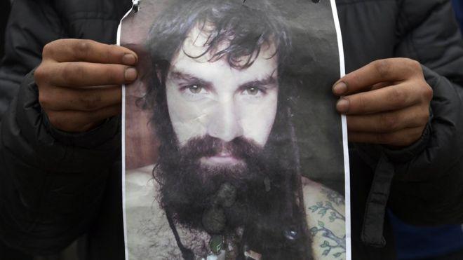 ARGENTINA: ¿Quién es Santiago Maldonado, el joven cuya desaparición tiene en vilo a Argentina?