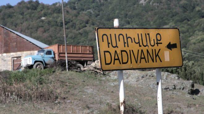 Указатель на пути в деревню