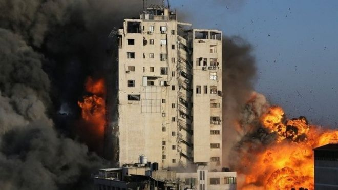 مبنى انهار في هجوم اسرائيلي