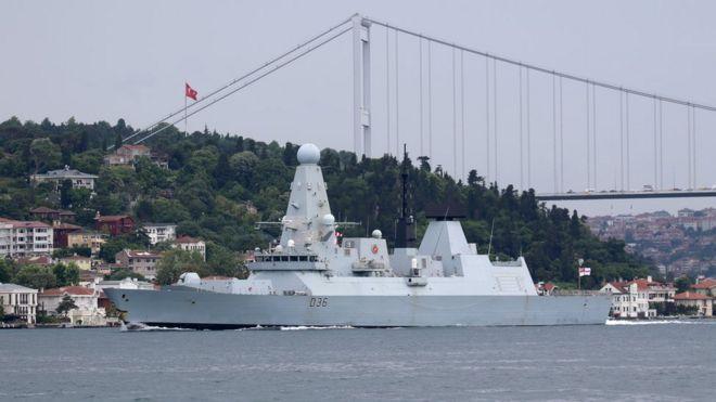 """Эсминец """"Дефендер"""" в Стамбуле. 14 июня 2021 года"""