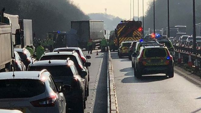 M1 reopens after 'serious' crash near Northampton - BBC News