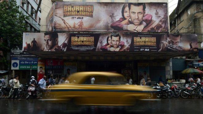 نجمات بالسينما الهندية يروين تجاربهن مع التحرش الجنسي