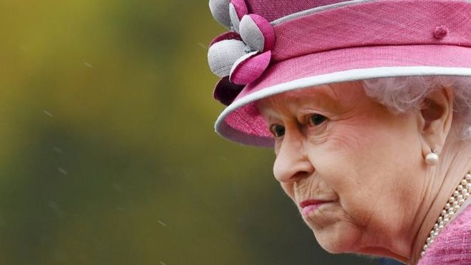 Queen's money offshore: paradise papers