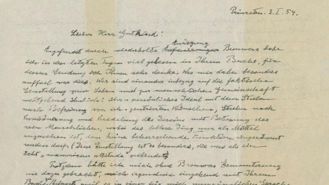 A carta de Albert Einstein para Eric Gutkin, de 1954, aborda a religião em duas páginas manuscritas em alemão