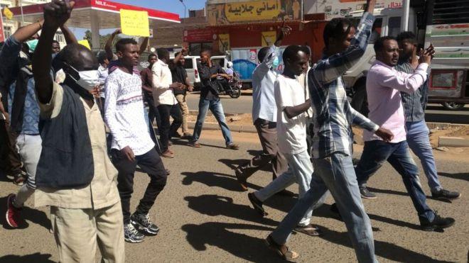 مظاهرات السودان: قتيل وعشرات الجرحى خلال موجة احتجاجات جديدة