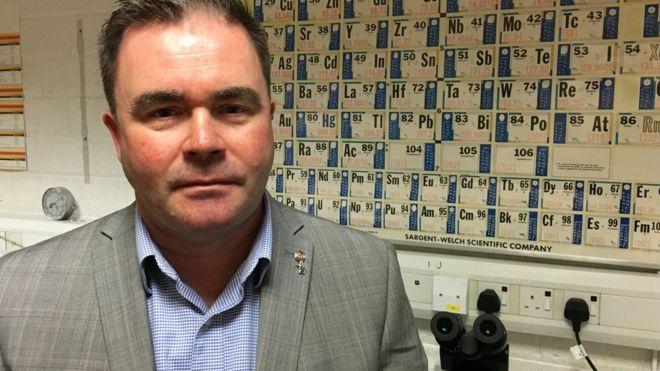 Гэри Уокер руководит Лабораторией научных услуг в Глазго