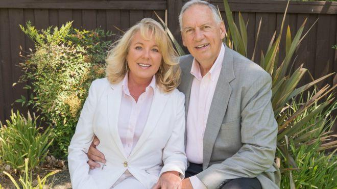 美国牧师德罗林格(图右)跟妻子丹妮尔的合照