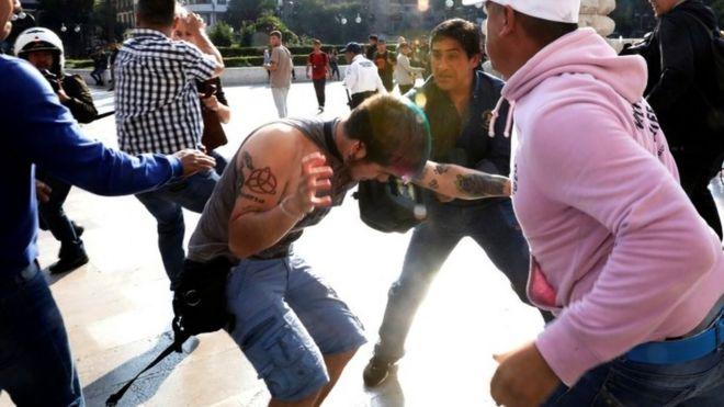 Houve confronto entre membros da comunidade LGBT e apoiadores de Zapata