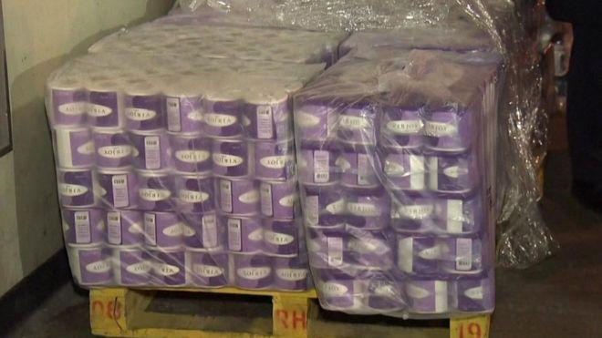В Гонконге украли 600 рулонов туалетной бумаги. В городе дефицит из-за коронавируса
