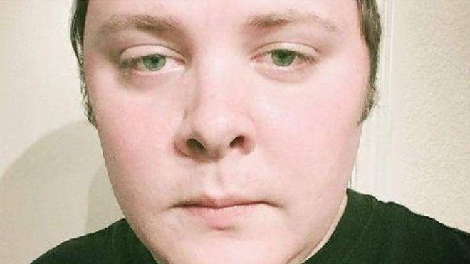 Una foto del atacante sacada de su cuenta de Facebook, que luego fue borrada.