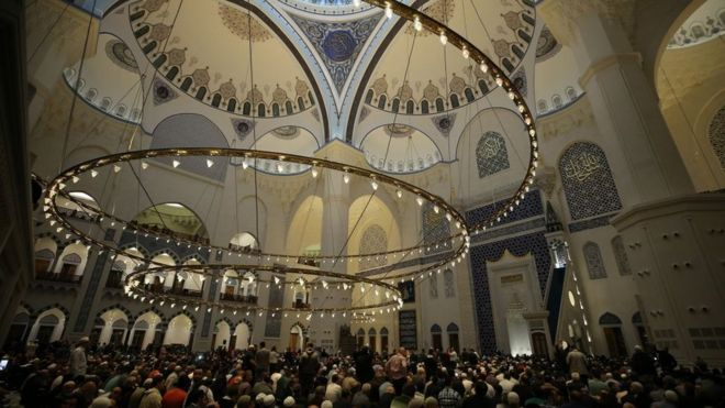 مسجد تشامليجا في مدينة اسطنبول التركية