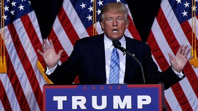 Rais wa Marekani Donald Trump ameadhimisha siku mia moja uongozini kwa kushambulia wanahabari na kutetea mafanikio yake.