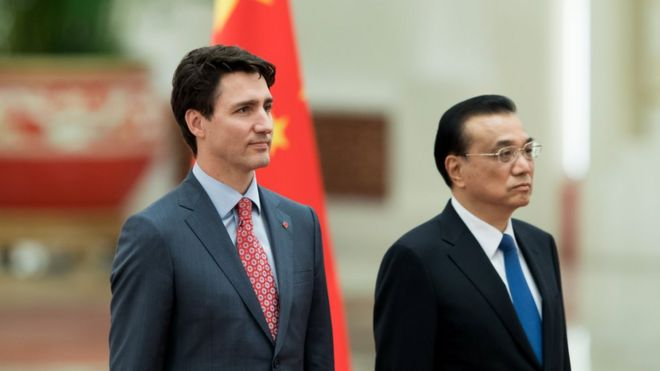 Chinese Premier Li Keqiang (R) and Canada's Prime Minister Justin Trudeau