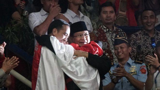 Tagar Wowosayangwiwi Dan Keriuhan Warganet Atas Peristiwa Pelukan