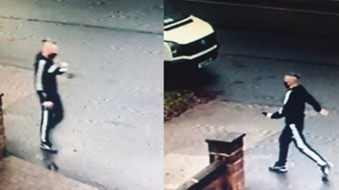 صورة التقطتها إحدى كاميرات المراقبة لرجل تريد الشرطة التحدث معه حول الحادث