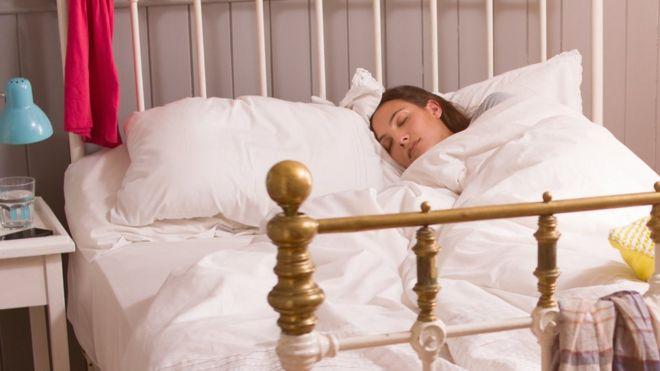Долгий сон по выходным не возмещает общей нехватки сна