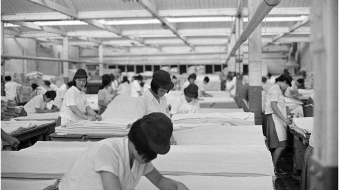 1960년대 방직공장 여공들의 근무 현장