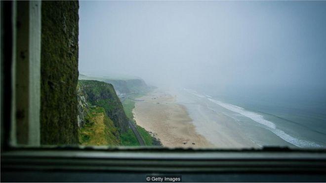 Vista de lugar perto do mar